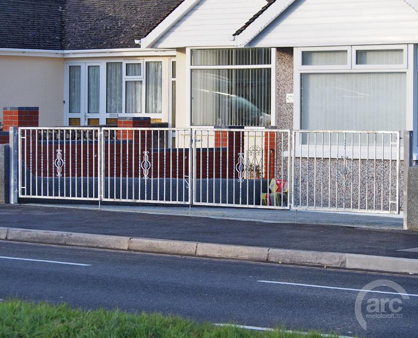 Galvanized folding Driveway Gate